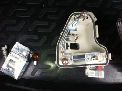 как поменять лампочку на фольксваген поло седан