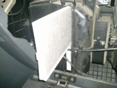 шевроле ланос салонный фильтр где находится