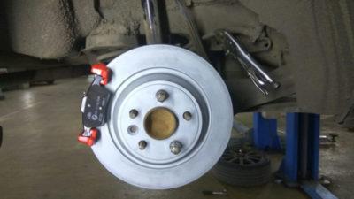 замена задних тормозных колодок на форд фокус 1