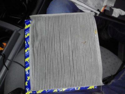 салонный фильтр нива шевроле где находится