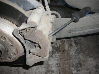 замена задних колодок рено флюенс