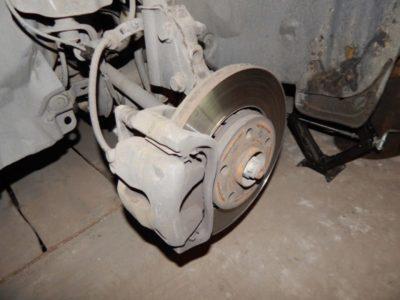 замена передних колодок рено логан