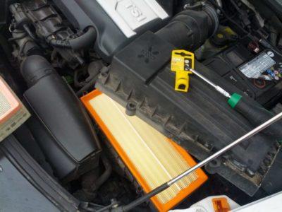 замена воздушного фильтра шкода рапид