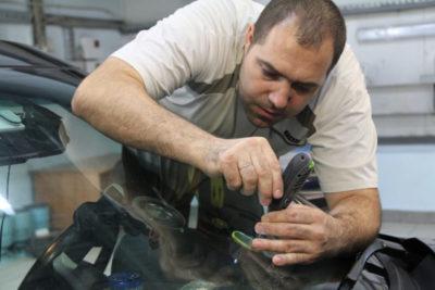 замена лобового стекла форд фокус