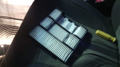 замена салонного фильтра шкода рапид