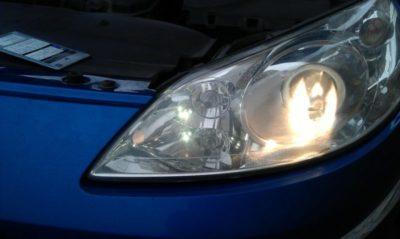 замена лампочки пежо 308