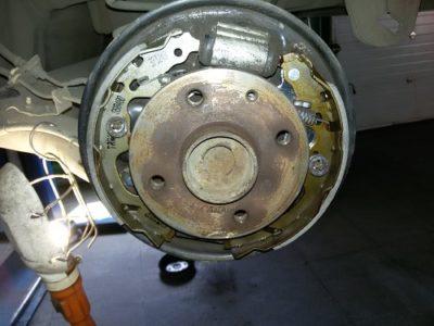 как поменять тормозные колодки на ваз 2107
