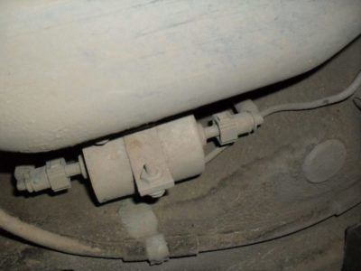 рено логан где находится топливный фильтр