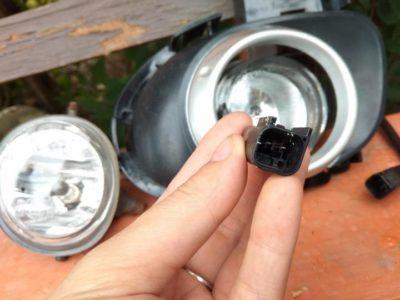 замена лампочки мазда 3